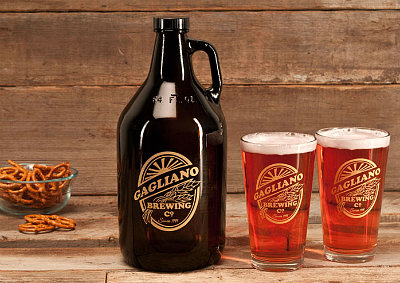 Personalized Brewing Company Glass Growler - Gold Version with Pint Glasses (sold separately)